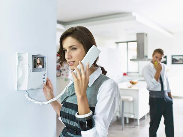 Videoporteros, control de accesos, placas especiales, accesibilidad